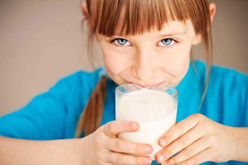 أيهما أفضل للأطفال حليب خالي الدسم أم كامل الدسم