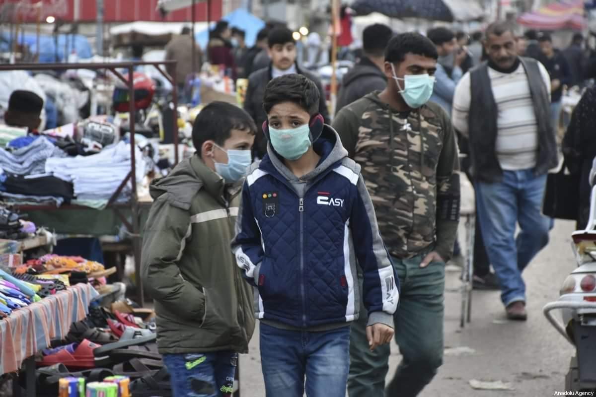 عدد من الاسواق المحلية ورغم تشديد الاجراءات الاحترازية مازالت تشهد كسرا لحظر التجوال ووجود المواطنين فيها.