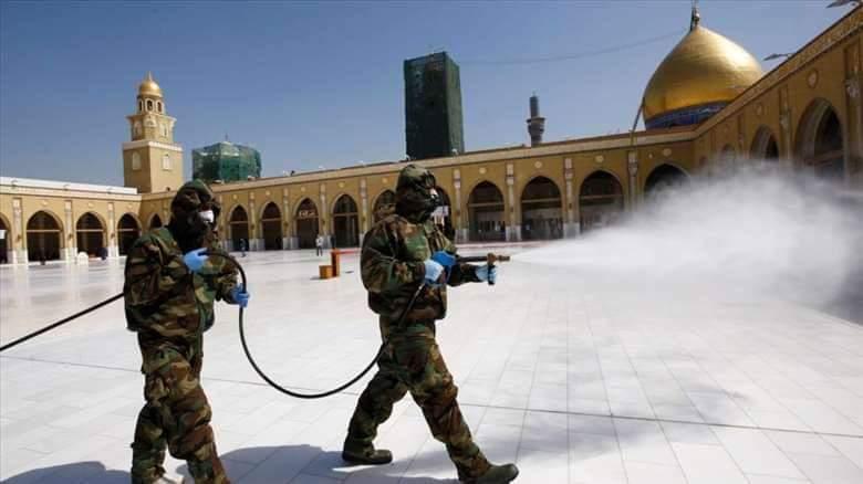 تعفير ساحات مسجد الكوفة أحد أكبر المساجد في العراق وأكثرها أهمية