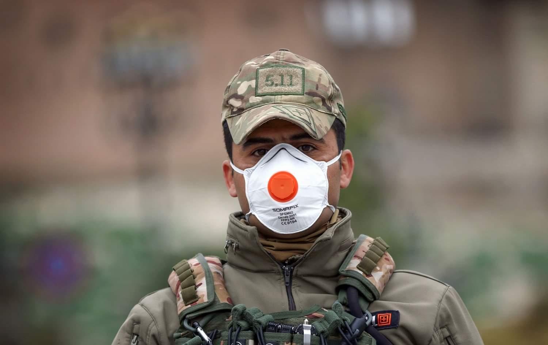 تشدد القوات المسلحة اجراءاتها للحد من انتشار جائحة كورونا من خلال تطبيق خطة العزل وحظر التجول.