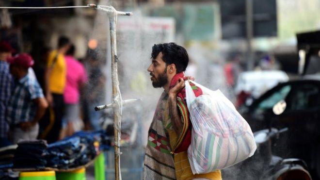 دفع ارتفاع درجات الحرارة إلى أكثر من 50 درجة مئوية العراقيين إلى إيجاد سبل لمواجهة الموجة الحارة التي تجتاح الشرق الأوسط.