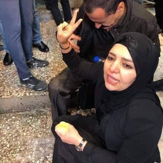 إصابة النائبة في برلمان  كردستان شيرين امين ، أثناء مشاركتها في تظاهرات اليوم في السليمانية و المطالبة بحل أزمة رواتب موظفي الاقليم .