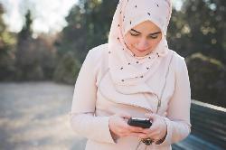 وسائل التواصل الاجتماعي والترويج للإساءة للمرأة
