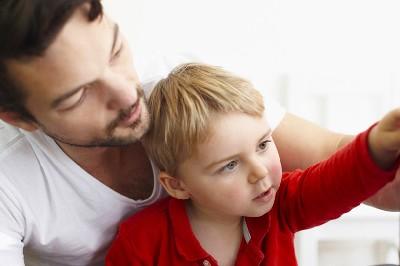 الإتجاهات الخاطئة في التربية وأثرها على شخصية الطفل