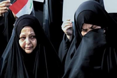 أمهات الشهداء.. قناديل وضاءة على درب العقيلة