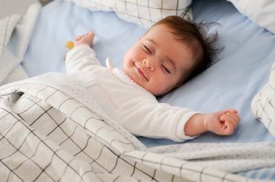 هل أثرت كورونا على نوم طفلك؟.. إليك الحل