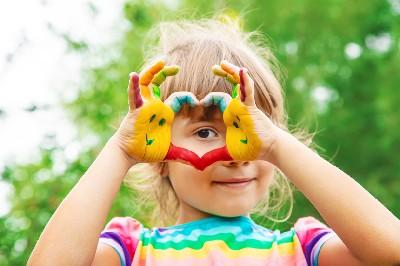 هل يتأثر الطفل بطباع بوالديه؟