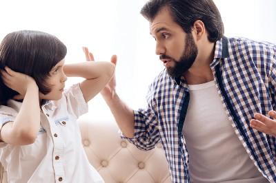أخطاء في التعامل مع الطفل.. إياكِ والتقليل من شأنه