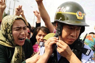 الإيغور: شهادات محتجزات عن التعذيب في الصين