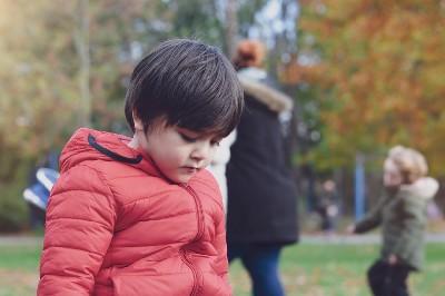 ضعف شخصية الطفل.. بين الحل والأزمة
