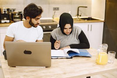 كيف توفق المؤمنة بين الزواج والدراسة؟