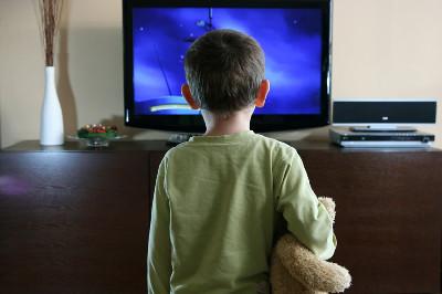 تأثير مشاهد العنف في الميديا وتعزيز السلوك العدواني لدى الطفل